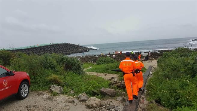 日籍男子後壁湖潛水溺水,警消、海巡展開搜救。(民眾提供)
