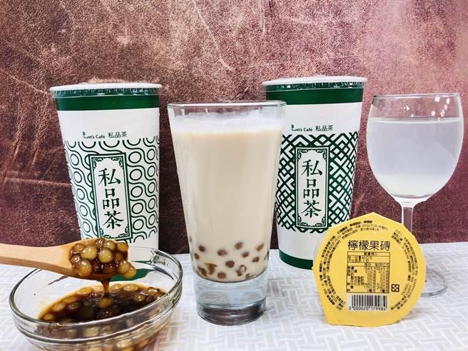 全家焦糖珍珠Q奶,使用白玉珍珠+椰果加料。(全家提供)