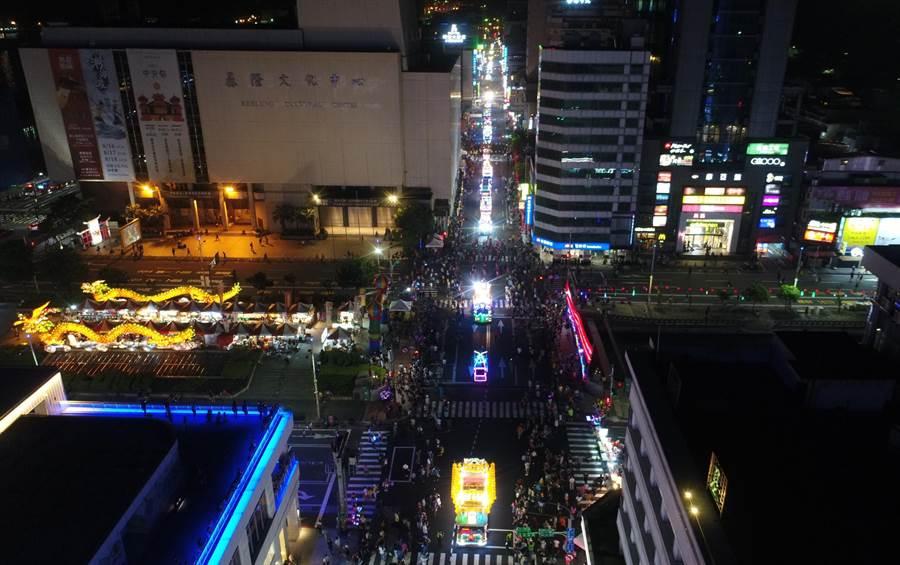 基隆中元祭放水燈遊行空拍。(基隆市政府提供)