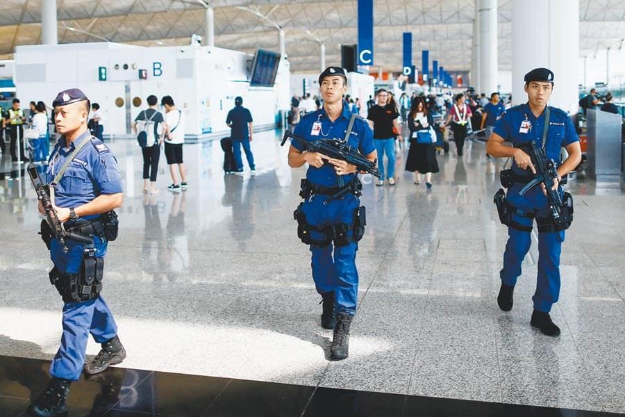 香港機管局向法院申請臨時禁制令後,香港機場昨日已不見示威者集會抗議。(路透)