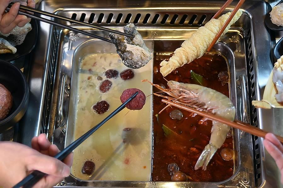 標榜針對女性設計的〈美滋鍋〉火鍋餐廳,火鍋採「下嵌式」設計,涮食方便吹風功能很強,店內提供6種不同健康養生湯頭與超過220種食材涮料讓客人選擇。(圖/姚舜)