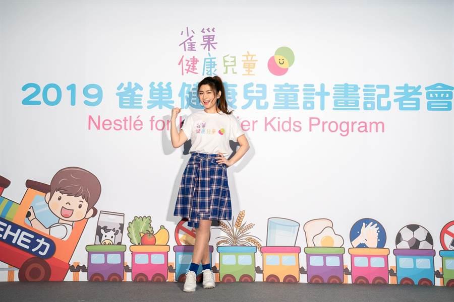 Selina擔任雀巢健康兒童大使鼓勵孩童挑戰「HEHE力14天養成計畫」。(圖片提供:雀巢官方。)