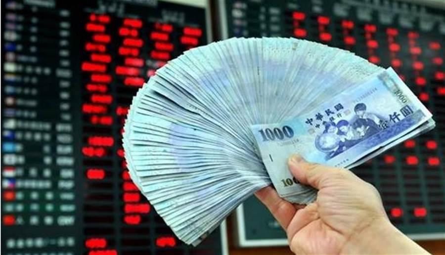 明年基本工資調漲至月薪23800元。(本報系資料照片)