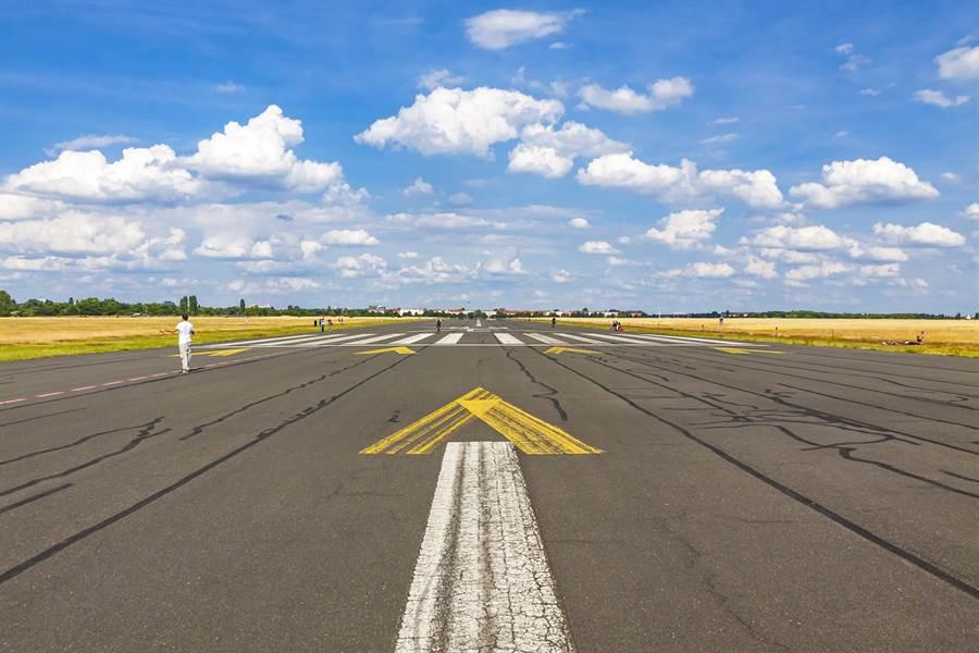 前德國柏林丹波霍夫機場(Tempelhof Airport),目前已改為公園。(達志影像/shutterstock提供)