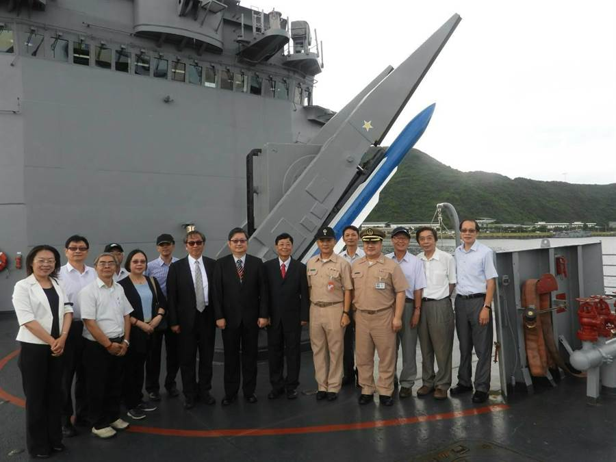 行政執行署長林慶宗率各分署署長參訪海軍一六八艦隊。(行政執行署提供)