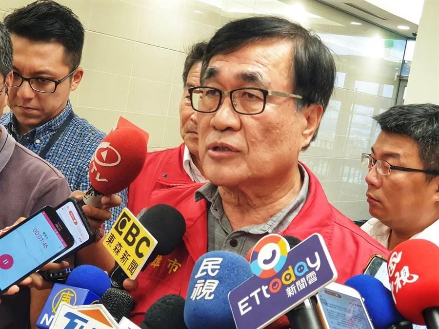 高市副市長李四川強調,自己是35年資歷老公務員,批公文不需要名嘴來教。(袁庭堯攝)