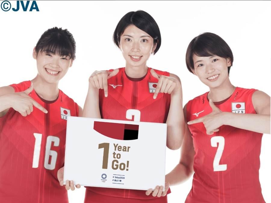 日本女排隊古賀紗里那(右起)、言坂名奈及黑後愛要在今年世界盃排球賽為國爭光。(翻攝自公益財団法人日本バレーボール協会臉書)