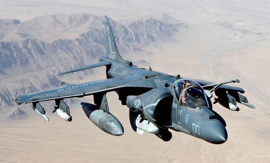 服役30年的美國海軍陸戰隊AV-8B海獵鷹戰機再次派駐科威特。(圖/美國海軍)