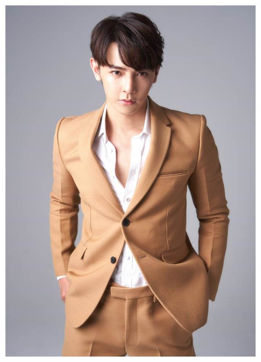 汪東城穿Bottega Veneta合身西裝,展現「霸道情人」的暖男霸氣。(JOJ PHOTO攝)