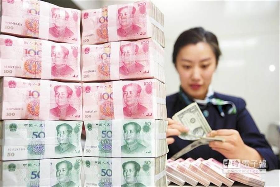 人民幣匯率朝向緩慢貶值的趨勢明確。(中新社)