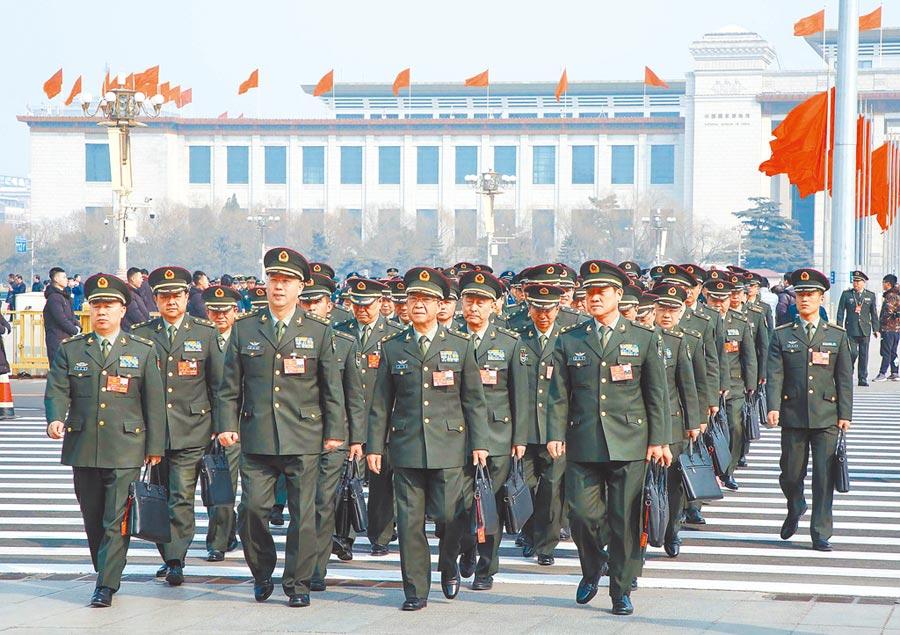 中共推進軍隊正風肅紀反腐。圖為2018年3月9日,解放軍代表團參加全國人大會議。(中新社)