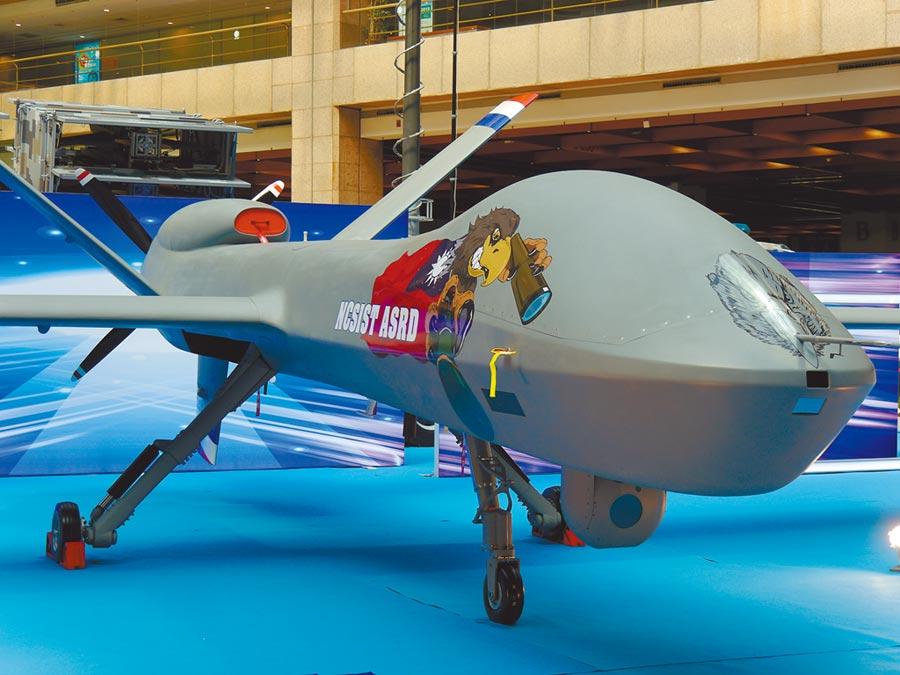 國軍新一代大型無人機首展,可掛彈。(記者張國威攝)