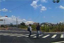 參加中元普渡卻迷路 熱心員警親自帶路