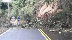 南庄苗124線土石滑落 雙向車道封閉