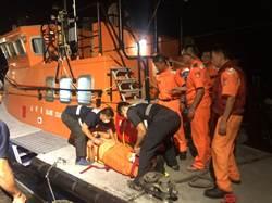 金門海巡摸黑取締陸船 2隊員跳船輕重傷