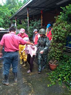 國軍第四作戰區協助鄉民撤離 維護民眾安全