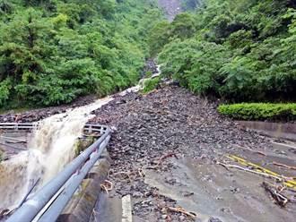 屏北山區豪大雨 霧台台24線坍方明搶通