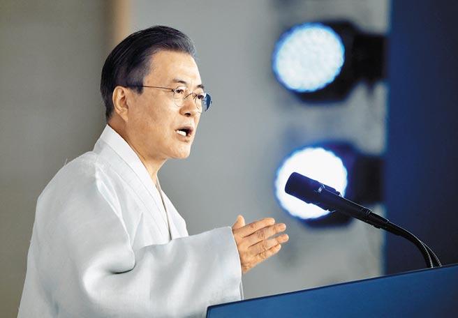 南韓總統文在寅昨在南韓光復74周年發表演說,盼在迎接光復100年時,讓兩韓和平統一成真。(路透)