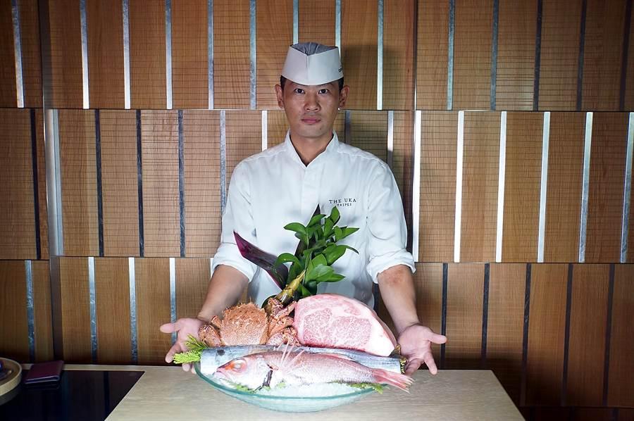 在〈Ukai割烹〉用餐,主廚必會先秀食材後再動手烹調料理=