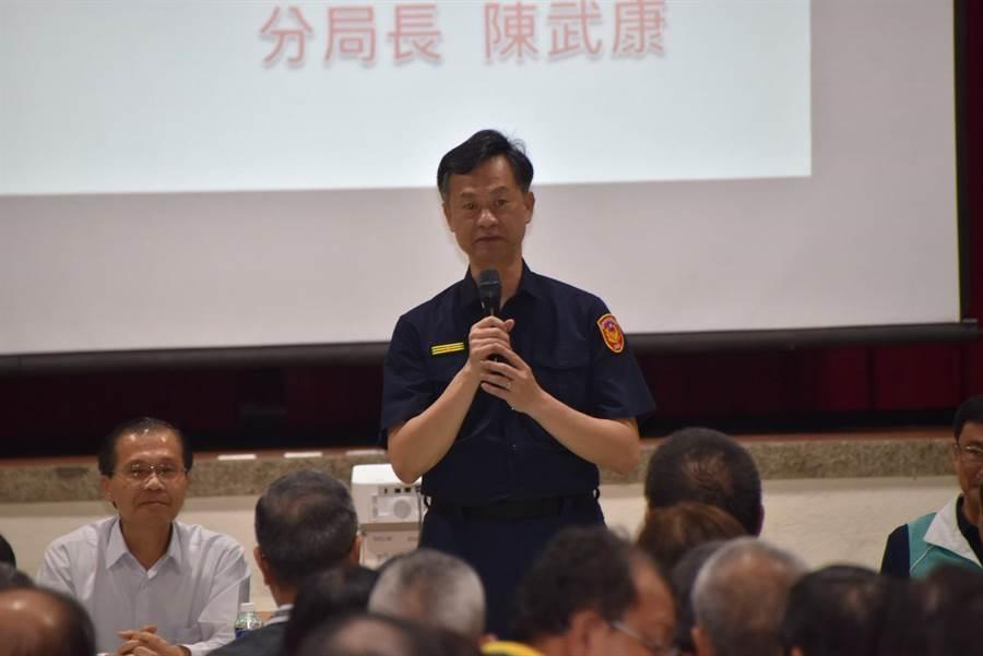 台中市警察局第三分局15日晚間召開台中市東、南區社區治安會議,會議由分局長陳武康主持。(馮惠宜攝)