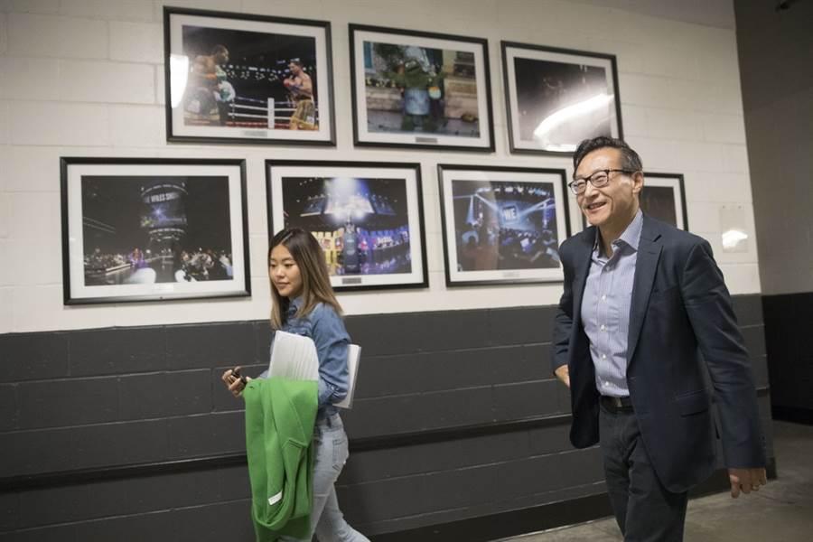 在花了23.5億美元全資買下籃網後,蔡崇信又砸7億美元買巴克萊中心。(美聯社)