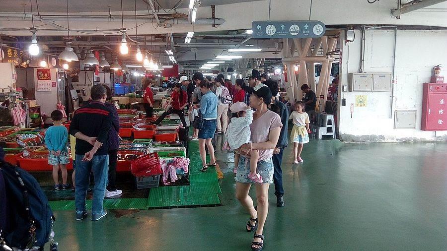 給人乾淨明亮衛生感覺的富基魚市,向來就是海鮮饕客們願意一再光顧的主因。(圖取自新北市漁業處官網)