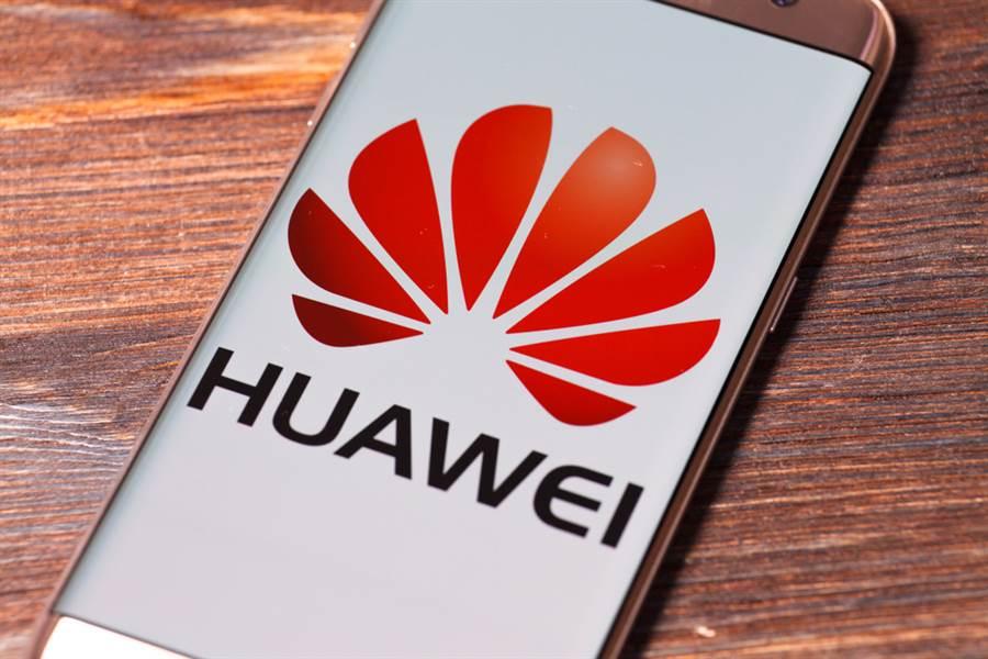 有陸網友發現大陸手機大廠華為部分手機在使用簡體字體時,台灣被稱作「中國台北」,但若切換至繁體字體,就變成「台灣台北」。圖為華為手機。(示意圖/達志影像)