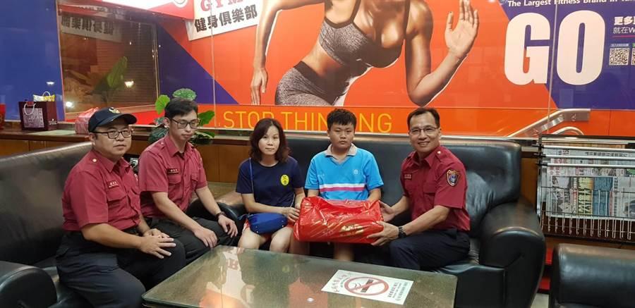 邱姓少年分享自身案例,呼籲民眾學習CPR的重要。(巫靜婷翻攝)