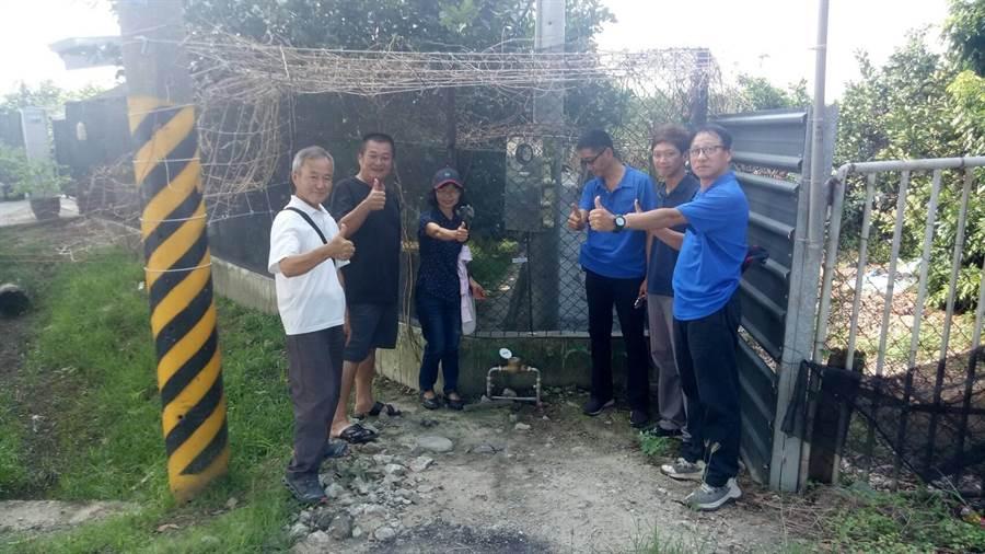 台水六區處為台南下營區西連里爭取延管經費,19戶居民終於有自來水可用,深表感謝。(劉秀芬翻攝)