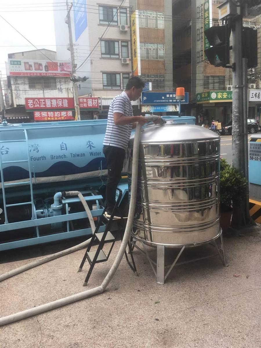配合施工,大台中地區多區將於20日起停水達46小時,水公司呼籲民眾提早儲水備用。(林欣儀翻攝)