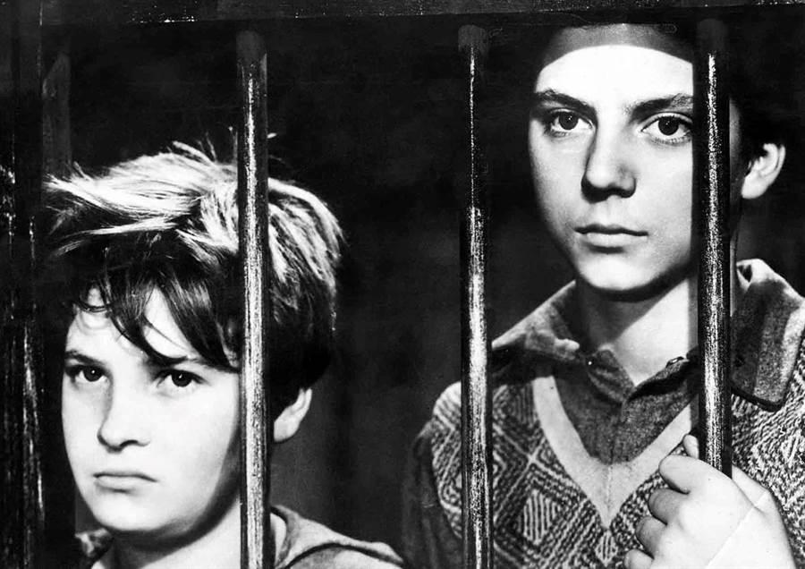 經典電影《擦鞋童》為大導演狄西嘉邁入大師殿堂的開始,也是首部獲得奧斯卡榮譽獎的外語片(1955年後才正式改為最佳外語片)。(圖/台中市府提供)