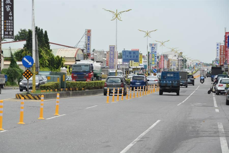花蓮縣政府積極爭取經費針對市區中央路進行改善,工期自19日起至10月底,還給用路人一條平坦舒適的路。(王昱凱攝)