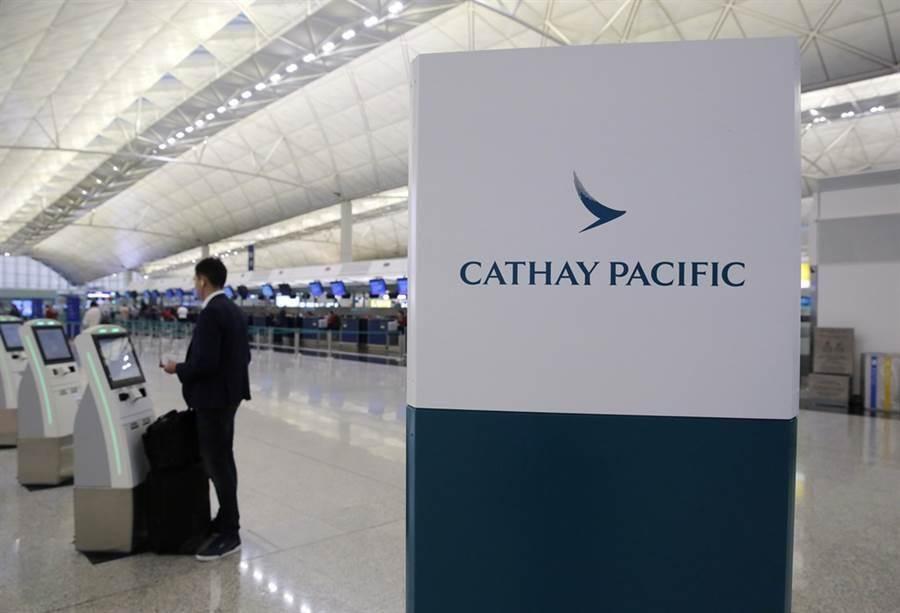 受到香港抗爭衝擊,國泰航空股價創下10年來新低。(美聯社)
