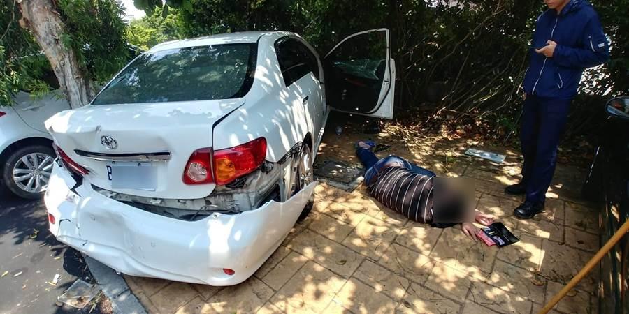 毒販拒捕衝撞警車,警開7槍將人逮捕。(呂筱蟬翻攝)