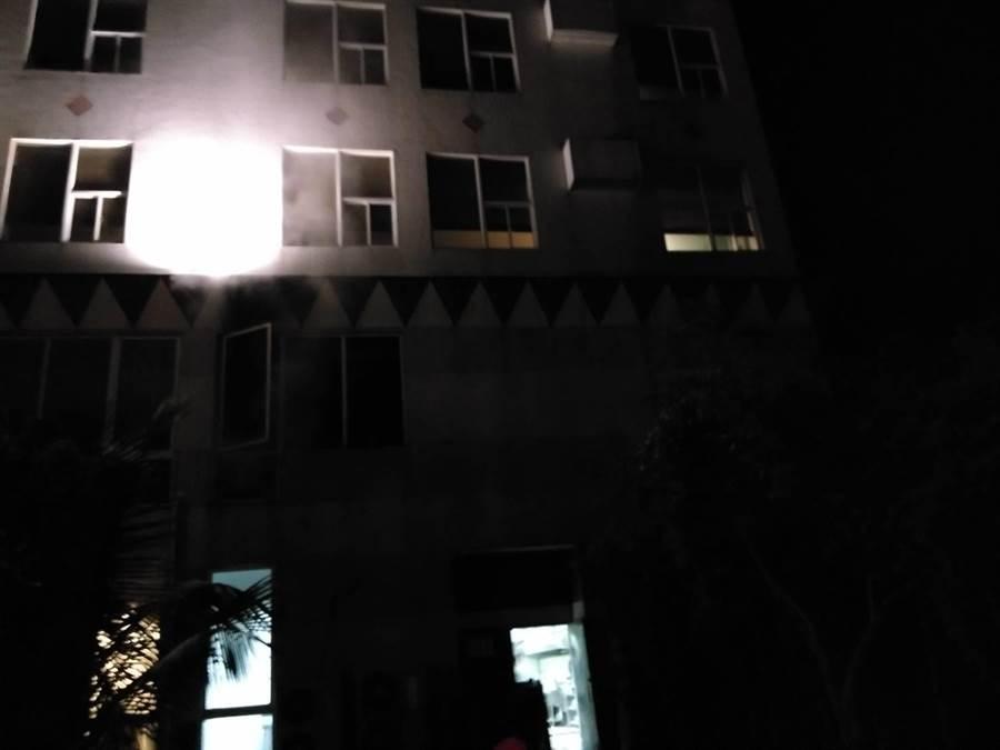 成功鎮1間度假飯店油鍋起火。(楊漢聲翻攝)