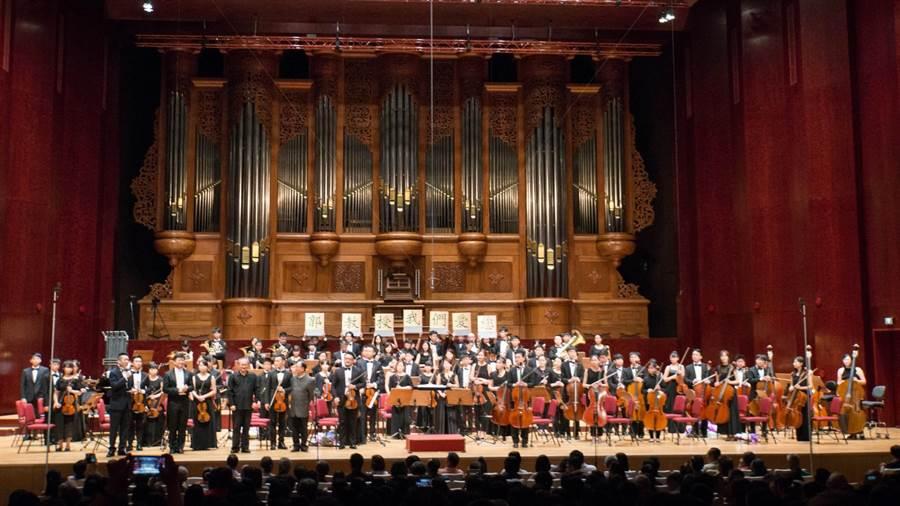 龍潭愛樂管弦樂團今年分別登上國家音樂廳與台中國家歌劇院演出。(龍潭愛樂提供)