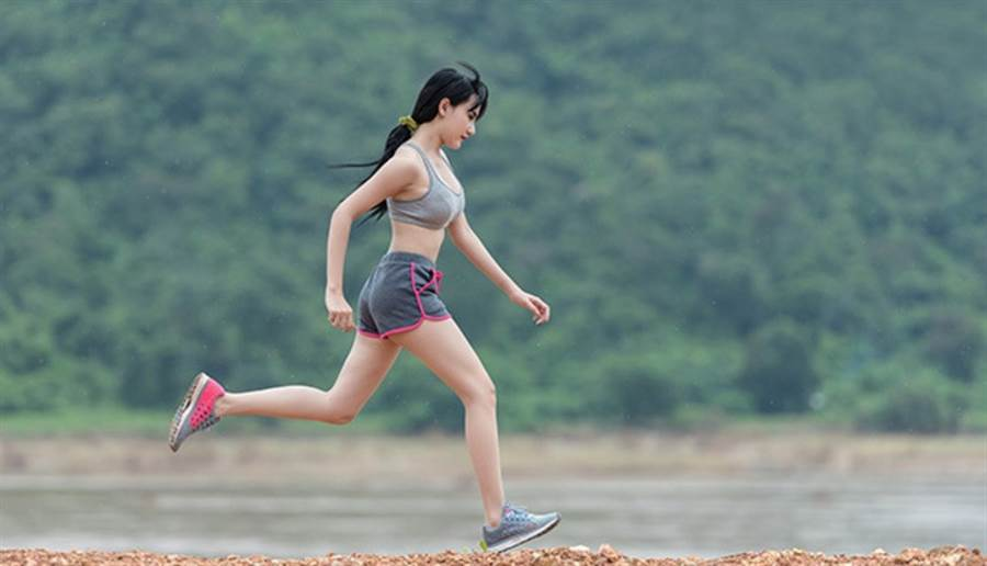 跑步是最快速也最簡單的燃脂運動之一(圖/pixabay)