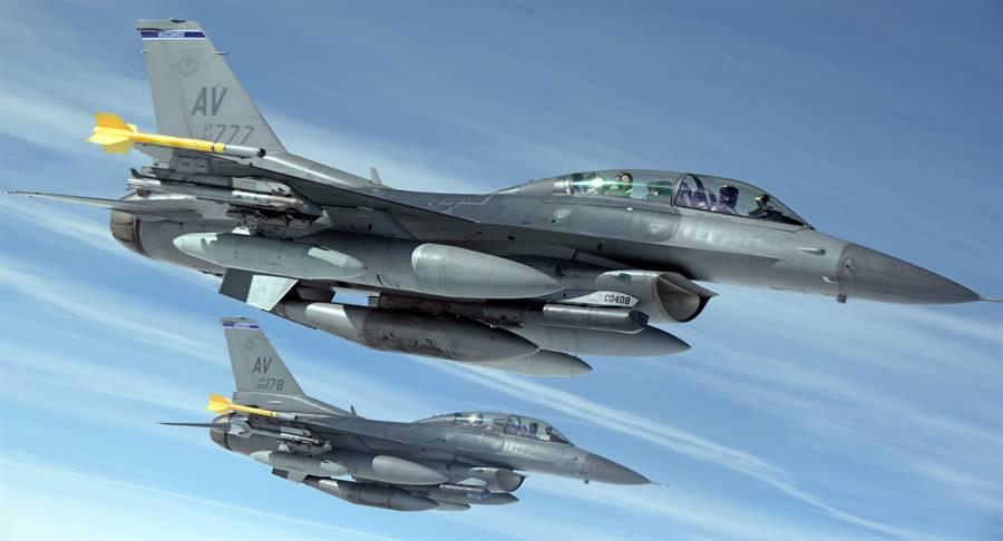 美川普政府正式決定售台F-16,大陸外交部稱「必將強烈回應」。(圖/美國空軍)