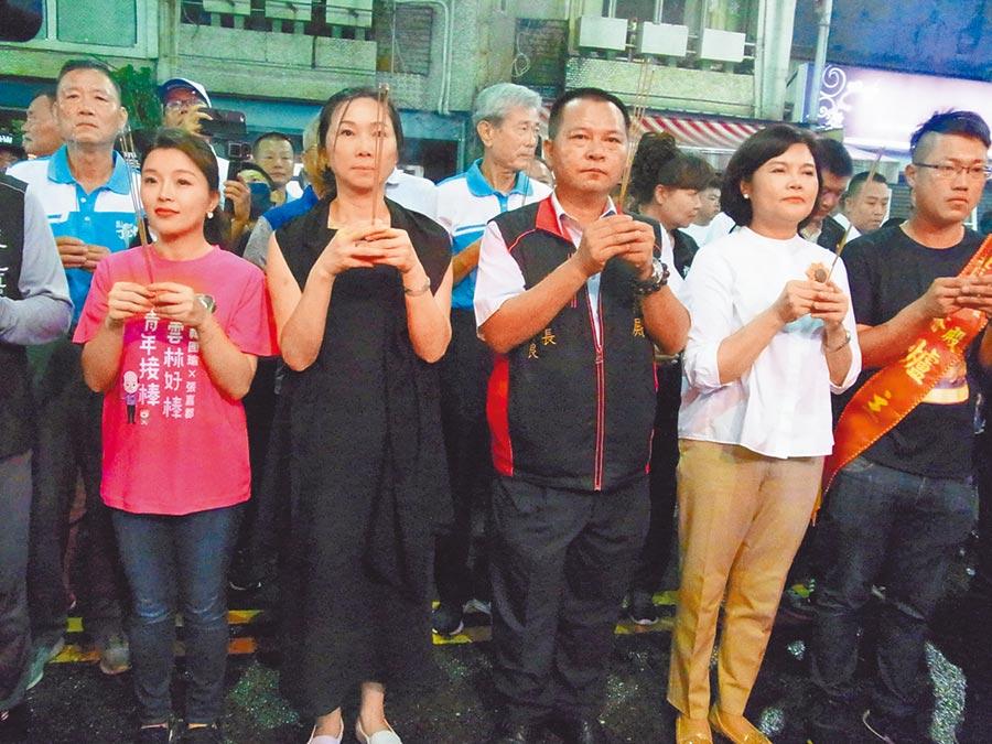 高雄市长夫人李佳芬(前左二)回云林普渡,祈求平安顺利。(张朝欣摄)