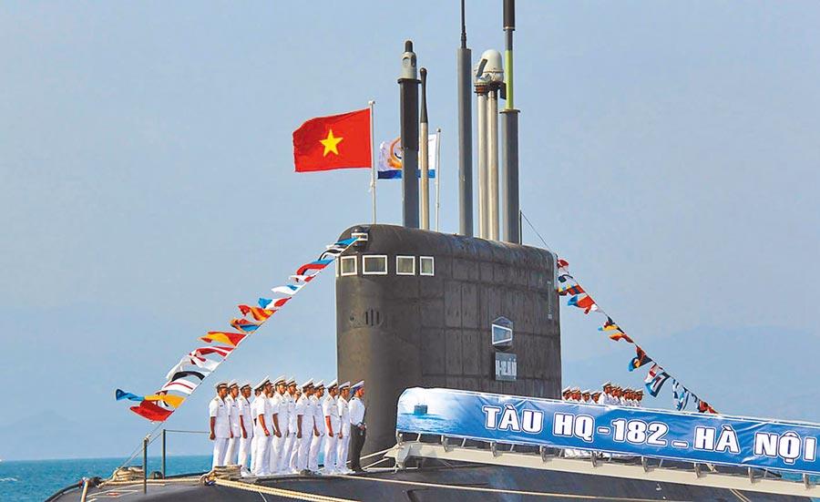 2014年1月,越南舉行首艘基洛級潛艦交接儀式。(新華社資料照片)