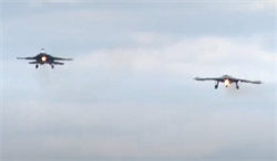 為蘇-57暖場!俄蘇-30首與獵人共飛