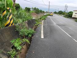 菁寮排水護岸崩塌下陷 市府先打鋼板樁灌漿搶修