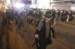 光復紅土示威者旺角警署擲雜物  遭警驅離乘港鐵散去