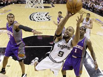 NBA》才剛敲定球衣退役 帕克就撞車