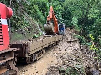 豪雨碰上地震 阿里山森鐵本線停駛到月底