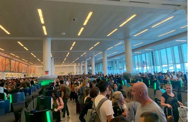 全美海关电脑大当机 旅客塞爆出入境