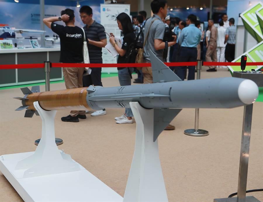2019台北國際航太暨國防工業展中,以天劍飛彈為架構的海劍羚飛彈模型。(圖/陳怡誠攝)