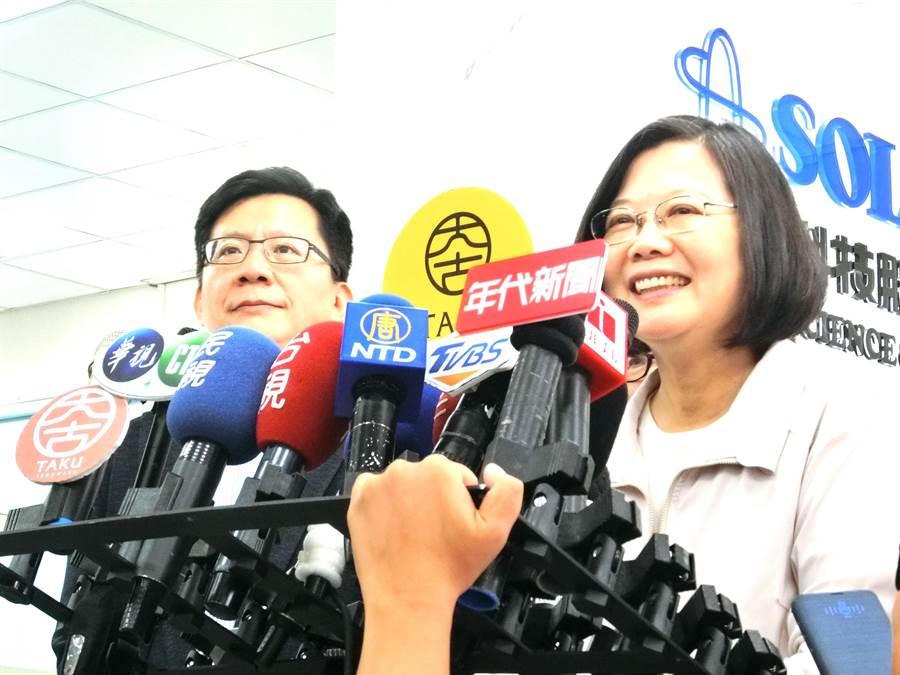 高雄市長韓國瑜質疑受國家機器監視,蔡英文總統17日以行政院長蘇貞昌的話表示「我們國家機器很忙」,強調「我們不會做這種事情」。(盧金足攝)