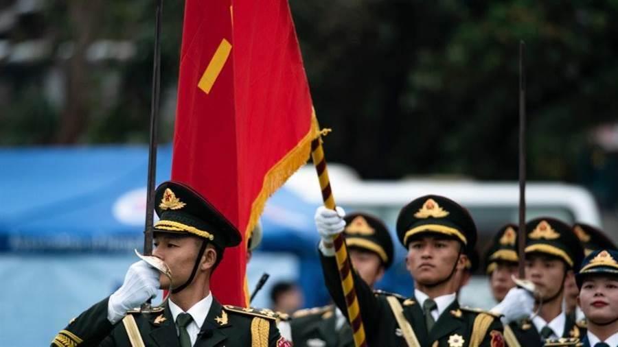 解放軍駐港部隊釋出一部3分鐘的宣傳片,展現解放軍的精良的武器裝備和訓練。(圖/解放軍資料照)