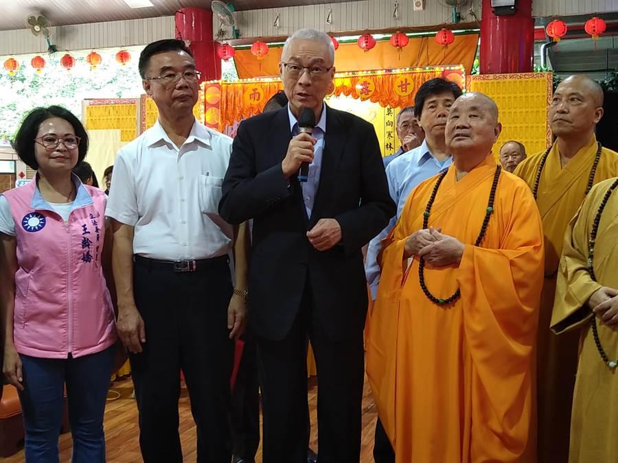 國民黨主席吳敦義表示,非常尊崇圓宗長老,祝福長老生日快樂。(林雅惠攝)